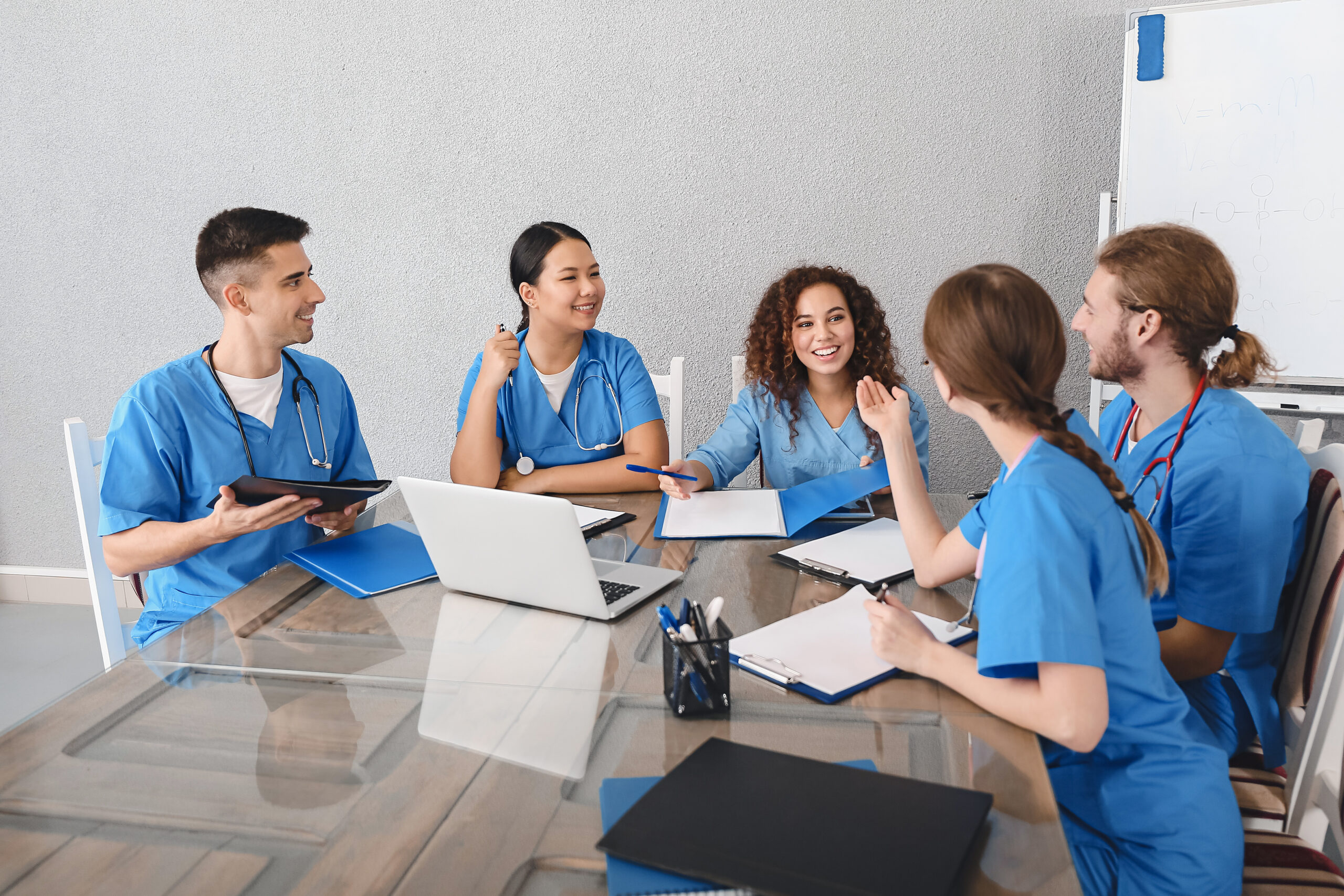 Read more about the article The Benefits of Pursuing a Career in Nursing